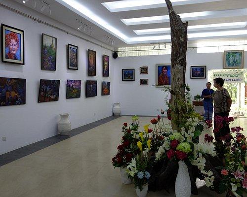 作品が入れ替わりで展示、販売されている。