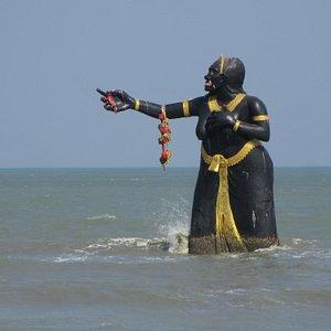 Die dominierende Figur am Strand