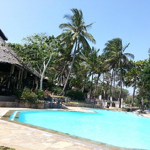 Pool & Tapa Tapa bar