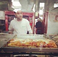 La Pizzeria Jolly di via Ettore Bugatti 2-8