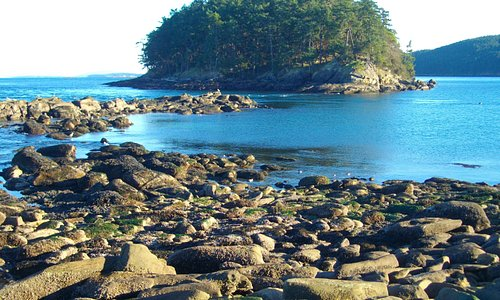 Rocky point in Bennet Bay National Park