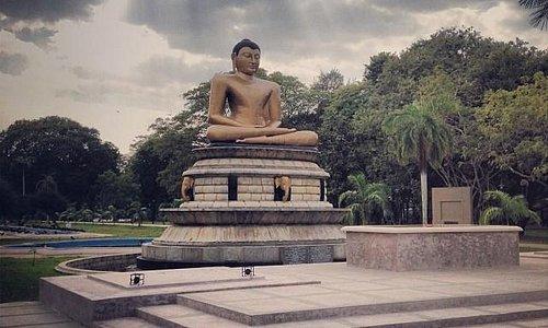 Viharamahadevi Park Buddha Statue
