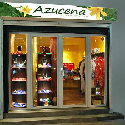Azucena, the shop outside