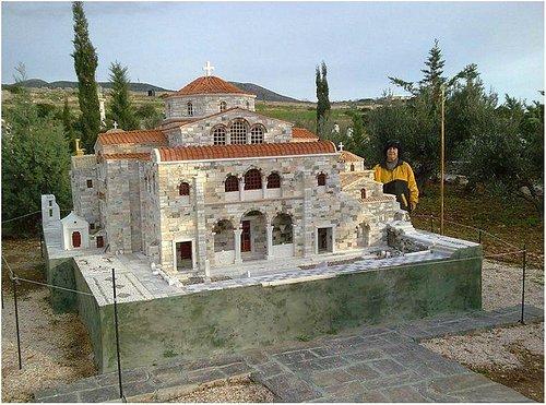 2014! The famous temple of Panagia Ekatontapiliani!