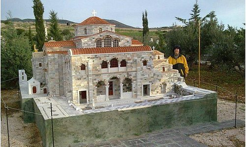 2014! The famous temple of Panagia Ekatontapiliani!