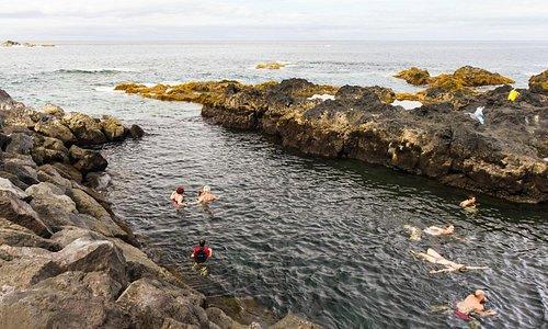 Ponta Da Ferraria - geothermal hot ocean cove