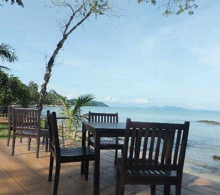 perfect dining at khlong jark beach
