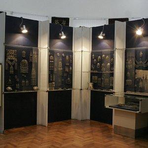 Antique jewellery display