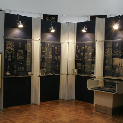 Antique jewellery display