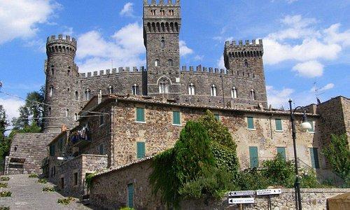 Il Castello di Torre Alfina, frazione di Acquapendente