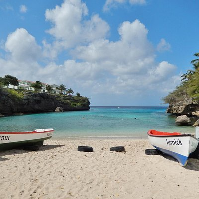Playa Lagun - the pretty bay Discover Diving uses for its training.