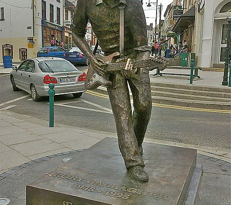 Rory Gallagher Statue in Ballyshannon Town Centre, Ireland   www.rorygallagherfestival.com