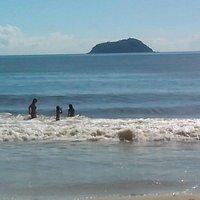 Ilha Feia ao Fundo
