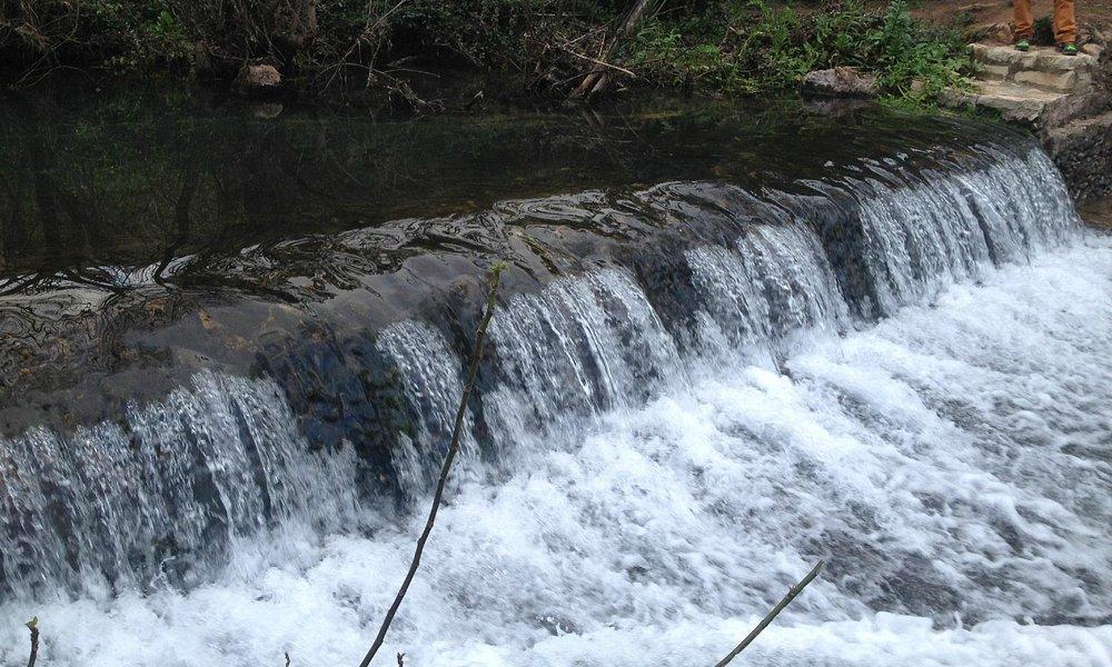 Mini queda de Água da fonte
