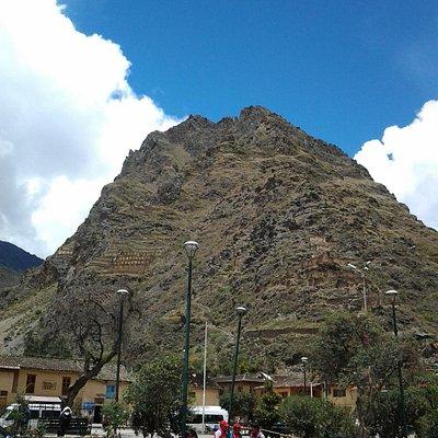 Admire o céu e as montanhas do lugar