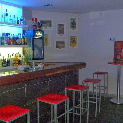 AndeAndaras Karaoke Pub