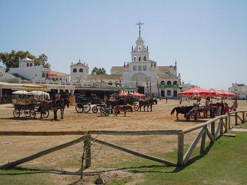 Frente a la Ermita del Rocio