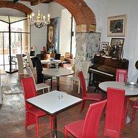 bistro' hannibal  degustazioni salumi e vino, lounge bar