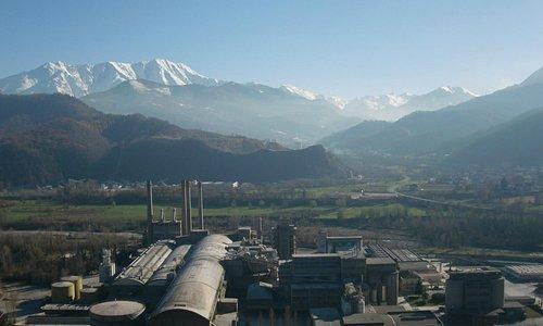 Vista sul cementificio al confine con Roccavione, sullo sfondo la Val Vermenagna