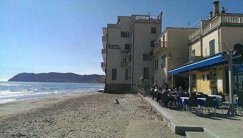 Улица в море.