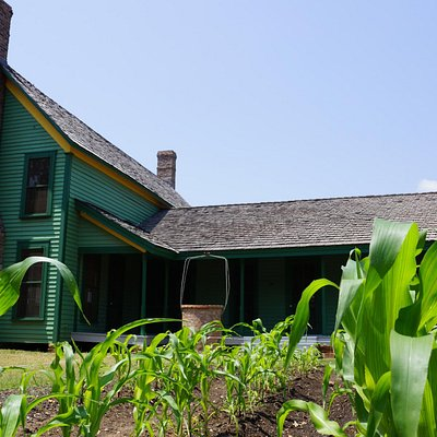 Learn about Grapevine and the city's heritage by visiting Nash Farm.