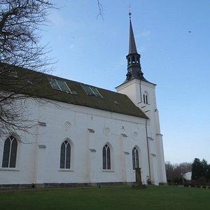 Kirken set fra kirkegården