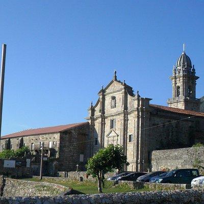 Vista del Real Monasterio de Santa María de Oia.