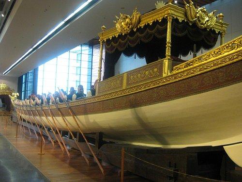 royal boat for short trips