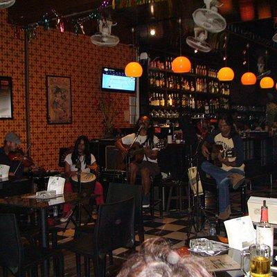 Super bar,super musice et ambiance de fete :)