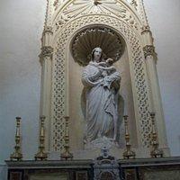 Statua della Madonna con Bambino