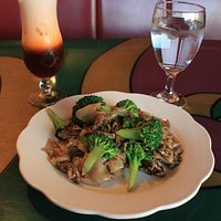 Beef Pad See-Eaw. Don't forget the Thai Iced Tea!