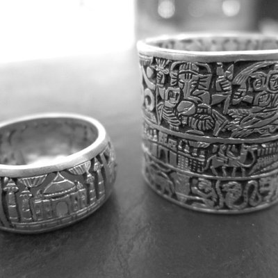 Beautiful rings ! One-story ring (world monuments) and three-stories ring (gods, Jaisalmer, anim