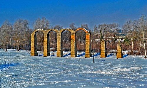 Acqui Terme (AL), l'acquedotto romano circondato dalla neve