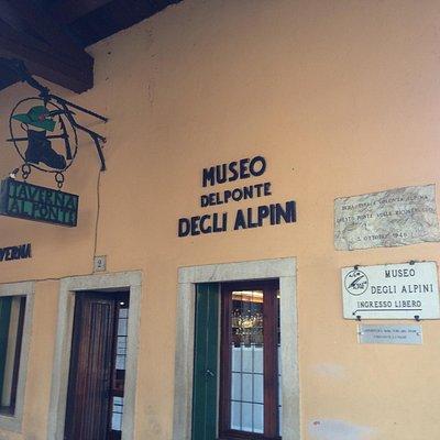 L'ingresso del museo dal bar.