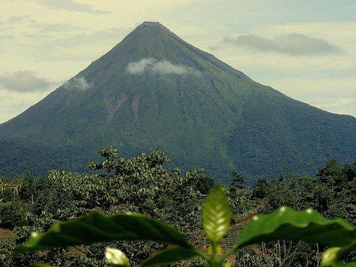 vista panorámica del volcán arenal