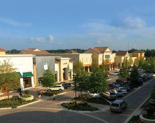 Main Street - Williams Sonoma, Apple, JCrew, Barnes&Noble