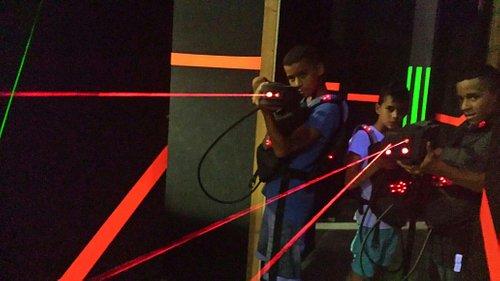 C du vrai laser! Acquisition super rapide des cibles de l adversaire.attention aux miroirs le la