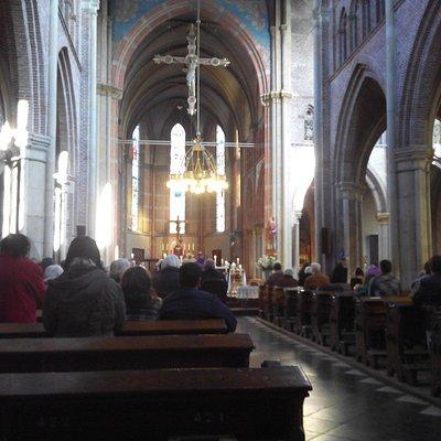 Vista geral do interior da igreja.