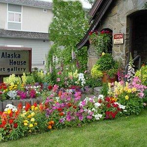 Alaska House Art Gallery in Fairbanks, summer garden