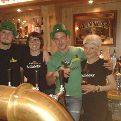 Das Bar Staff an St. Patricks Day 2014
