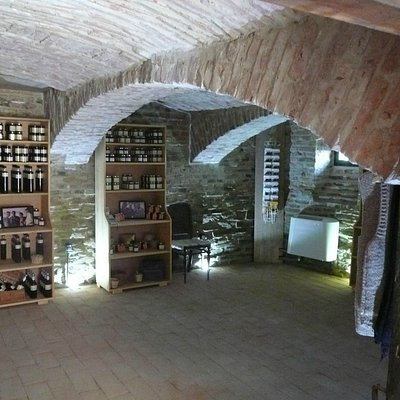 Pivnita Bunicii / Grandma's Cellar - shop selling local products