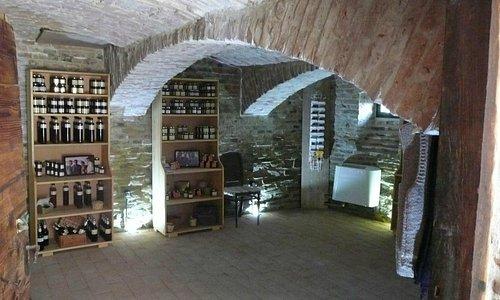 Pivnita Bunicii / Grandma's Cellar - shop selling local products