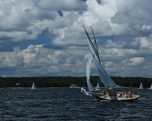 Starboard tack in front of Spruce Point Inn