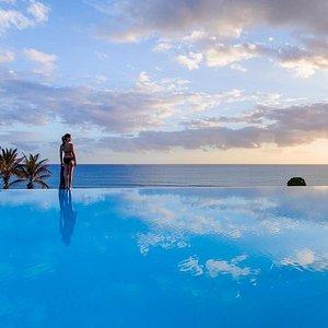 H10 Playa Meloneras Palace Atardecer en la Infinity Pool