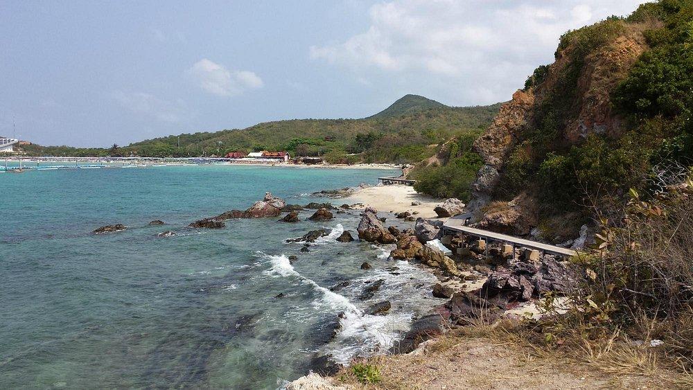 Praia Samae, ilha de Ko Lan, Tailândia.