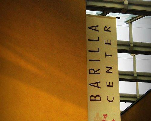 Il grande stendardo del Barilla Center si trova all'entrata principale che si affaccia su Via Em