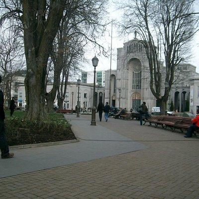 Concepción, Chile, Plaza de la Independencia. Al fondo la Catedral de Concepción.