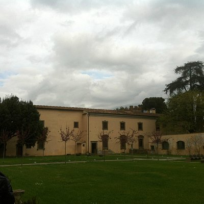 Castello degli Acciaioli, facciata verso il giardino