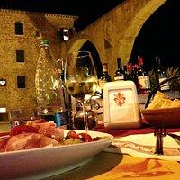 Bruschetta del Conte, Bianco di Pitigliano Oroluna, Olio di Oliva locale e una location spettaco