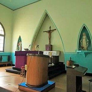 Altar dalam gereja